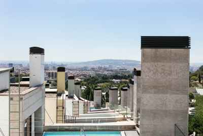 Maison urbaine avec piscine et magnifique vue sur Barcelone.